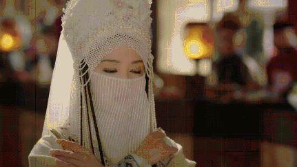 如懿传香妃上线,名人李沁在线八字排盘