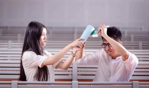 大学恋情可以维持多久能否走到婚姻殿堂?这看哭了多少人